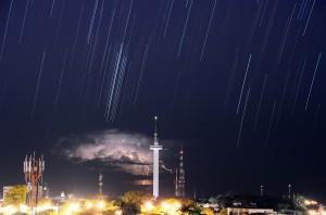 Trilha de Estrelas e Relâmpagos - 3° lugar no II Concurso Nacional de Astrofotografia - 2014