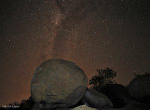 Lajedo em trilha noturna - Foto: Valdith Lopes