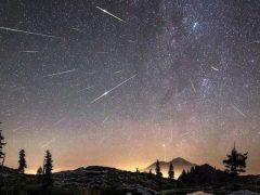 Meteoros perseidas sobre o Monte Shasta, Califórnia, EUA em agosto de 2016 - Créditos: Brad Goldpaint